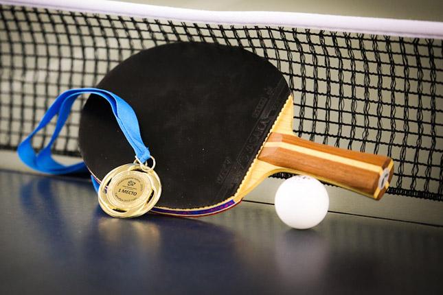 Поздравления с победой теннисисту